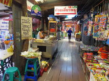 Smällphien är en antik marknad i Thailand Royaltyfria Bilder