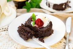 Smält fondant för chokladkaka med vaniljglass för efterrätt arkivfoto