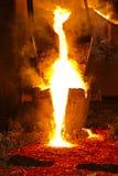 smält stål för smältdegelgjuteri Arkivbild