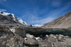 Smältande bergglaciär - materielfoto Arkivfoto