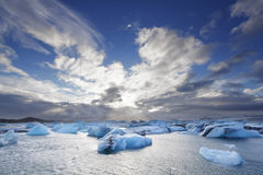Smältande isberg på den Jokulsarlon lagun, Island Royaltyfri Fotografi