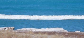 Smältande isisflak på Lake Michigan Arkivfoto
