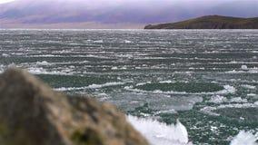 Smältning av is på sjön lager videofilmer