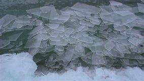 Smältning av is på sjön arkivfilmer