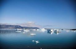 Smältningsglaciär i Island clear arkivfoto