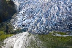 Smältningsglaciär som blir en ström Fotografering för Bildbyråer