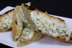 Smältt ost på rostat brödbröd royaltyfria foton