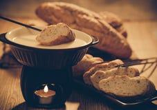smältt stycke för brödost fondue Arkivbild