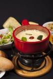 smältt stycke för brödost fondue Royaltyfri Foto