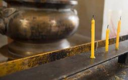 Smältta gulingstearinljus Royaltyfria Bilder