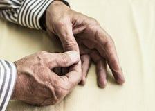 Smärta i finger Arkivfoton