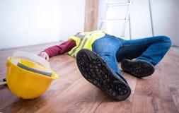 Smärtsam arbetare after på jobbskadan Royaltyfria Bilder