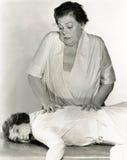 smärtsam massage arkivfoto