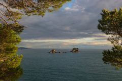 Små öar av den Adriatiska havet kusten royaltyfria bilder