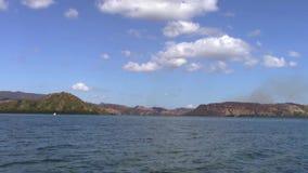 Små öar nära Riung arkivfilmer