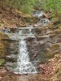 Små bergnedgångar på den felika stendelstatsparken Royaltyfri Foto