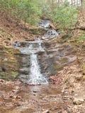 Små bergnedgångar på den felika stendelstatsparken Arkivbild