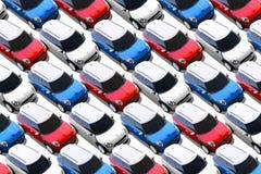 Små bilar i den nya billotten, KORTKORT Arkivbilder