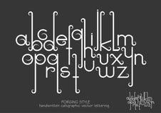 Små bokstäver med dekorativa krusidullar i smidet utformar Royaltyfri Foto
