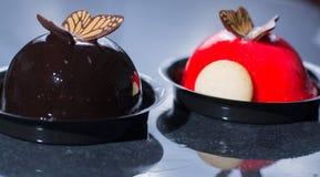 Små bollkakor för fransk bakelse som göras med ny strauberry och tr Arkivfoto