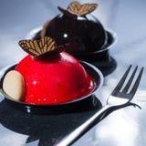 Små bollkakor för fransk bakelse som göras med ny strauberry och tr Royaltyfri Bild