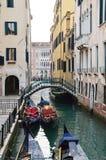 Små bro och gondoler Fotografering för Bildbyråer