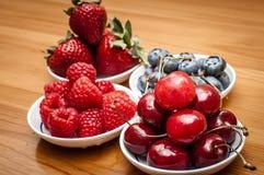 Små bunkar av frukt Arkivbilder