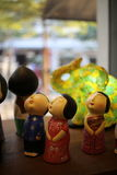 Små dockor i leksakdiversehandel Arkivbilder