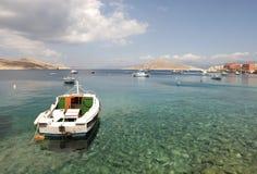 Små fartyg i den Chalki ön Royaltyfri Foto
