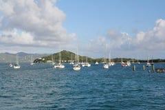 Små fartyg på ankaret på en karibisk ö Royaltyfria Foton