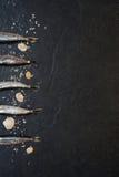 Små fiskar med salt på tabellen Royaltyfri Bild