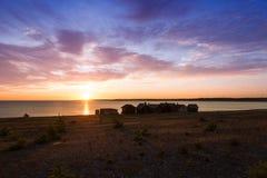 Små fiskekabiner på ön Faro, Sverige Arkivbild