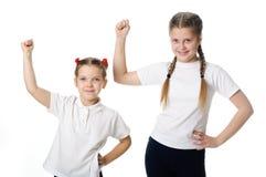 Små flickor firar på vit Arkivfoto