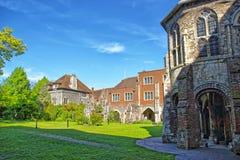 Små forntida hus bredvid den Canterbury domkyrkan i Canterbury Fotografering för Bildbyråer