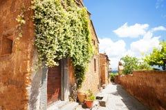 Små gator av Bagnoregio Arkivfoton