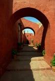 Små gator av Santa Catalina Monastery i Arequipa Royaltyfri Foto