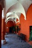 Små gator av Santa Catalina Monastery i Arequipa Arkivbild