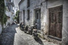 Små gator av Skiathos royaltyfria bilder