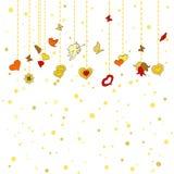 Små hängande hjärtor, andra garneringar på guld- prickbakgrund Royaltyfri Bild