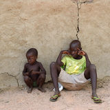 Små Himba pojkar, Namibia Arkivfoto