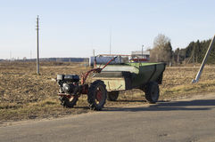 Små hjälpmedel och utrustning traktor Royaltyfri Foto
