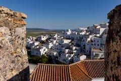 Små hus av en vit by i söderna av Spanien royaltyfria foton