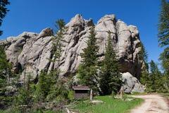 Små jäklar står högt Trailhead royaltyfri bild