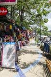 Små kaféer och shoppar på det thailändskt Arkivfoto