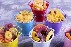 Små kulöra hinkar med pasta Royaltyfri Fotografi