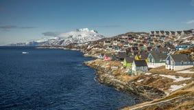 Små kulöra hus Nuuk Grönland Maj 2014 Fotografering för Bildbyråer