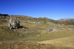 Små sjö och berg i Pyrenees Traamacastilla de Tena Royaltyfria Foton