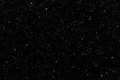 Små snöflingor som faller i nattetid arkivfoto