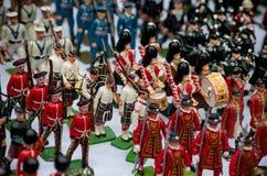 Små soldater som är till salu på den Portobello marknaden arkivbild