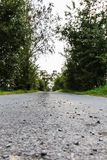 Små stenar en liten gata i Bayern arkivbilder